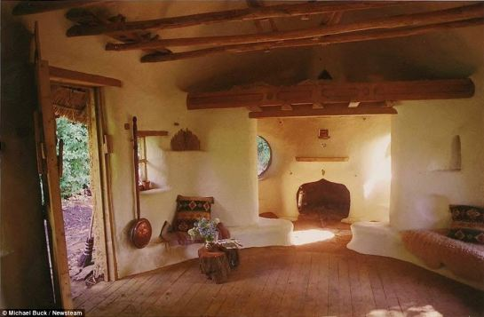 Farmer-builds-a-cosy-cob-home-interior